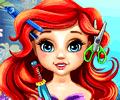 Cortando os cabelos da filha da pequena sereia Ariel
